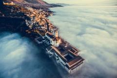 """Assisi Over the Clouds"" 1. Platz in der Kategorie ""Urban"" © Francesco Cattuto"